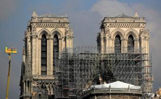 ノートルダム寺院の火災はフランス社会を揺らすことになった=ロイター