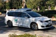 カリフォルニア州内の公道を走るウェイモの自動運転車