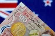 NZ中銀は2年半ぶりの利下げを決定=ロイター