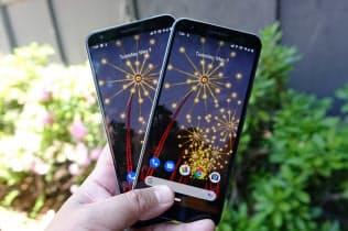 米グーグルは新スマートフォン「Pixel 3a」(右)、「同XL」(左)を発表した