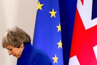 メイ英首相は円滑なEU離脱の道筋をつけられない=ロイター