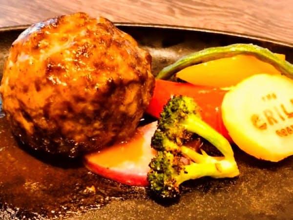 「THE GRILL TOKYO」の熟成肉ハンバーグ。8ミリの粗びきのミンチを使っている(東京都港区)