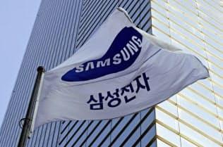 韓国検察がサムスン電子の役員の逮捕状を請求した背景に関心が高まっている(ソウル中心部に位置する同社社屋)=共同