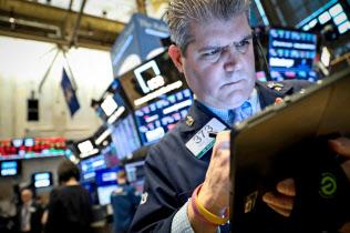 期待と不安が交錯?#24037;?#31859;株式市場(?#34928;濠`ヨーク証券取引所の売買フロア)=ロイター