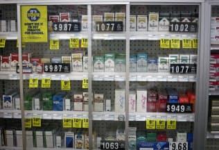 米ドラッグストア大手CVSはすでに全店舗でたばこの販売を禁止している(2014年2月、販売していた頃の写真)=ロイター