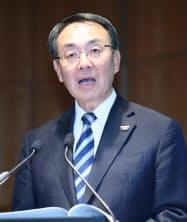 決算発表するパナソニックの津賀一宏社長(9日、東京都港区)