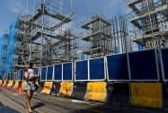 フィリピンは利下げによる金融緩和で景気浮揚を狙う(2018年5月、マニラ)=ロイター