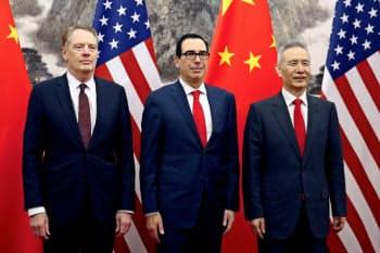 北京で開かれた前回の米中閣僚協議(右から中国の劉鶴副首相、ムニューシン米財務長官、ライトハイザー米USTR代表)=ロイター