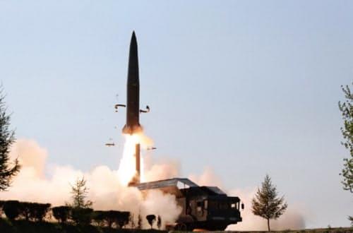 朝鮮労働党機関紙「労働新聞」が9日に発射した飛翔体を掲載した=労働新聞ウェブサイトから