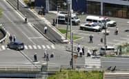 保育園児らの列に車が突っ込んだ事故現場の交差点(8日午後、大津市)=共同