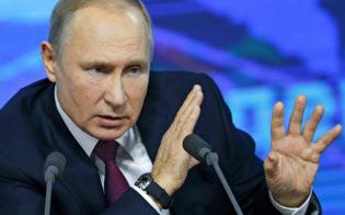 年次記者会見で質問に答えるプーチン大統領=AP