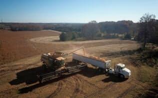 米国の大豆農家は米中貿易戦争のあおりを受けている=ロイター