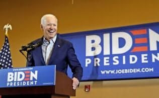 2020年の米大統領選への出馬を表明したバイデン氏は、劇場型大統領にうんざりした有権者の支持を集める可能性が高い=AP