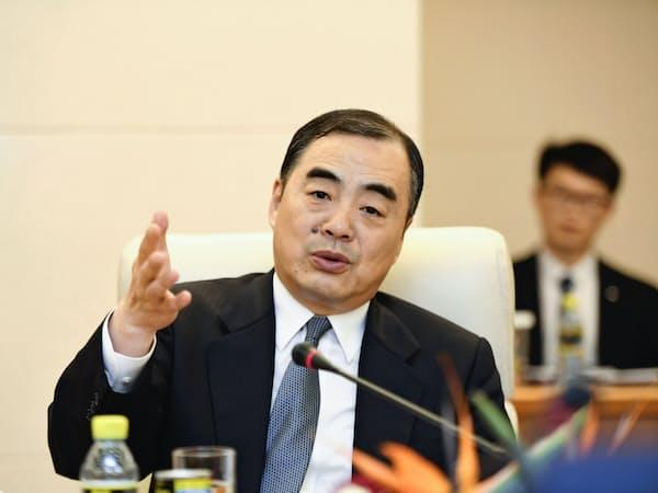 日本の報道機関の取材に応じる孔鉉佑次期駐日大使(10日、北京)=代表撮影