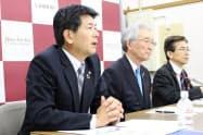 頭取就任への意気込みを語る長堀和正専務(左)(中央は加藤喜久雄頭取)