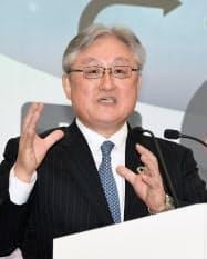 中期経営計画を発表する日立製作所の東原敏昭社長兼CEO(10日、東京都台東区)