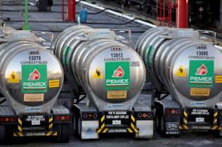 国営石油会社ペメックスのタンクローリー=ロイター
