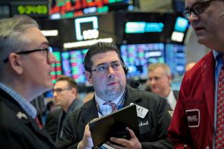 NY株は連日乱高下した=ロイター