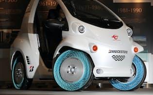 ブリヂストンはパンクしない新型タイヤを開発(東京都内)