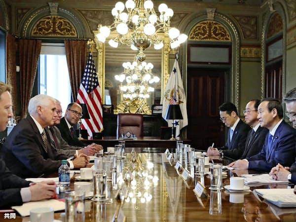 米ワシントンのホワイトハウスでペンス副大統領(左から2人目)と会談する菅官房長官(右から2人目)=10日(在米国日本大使館提供・共同)