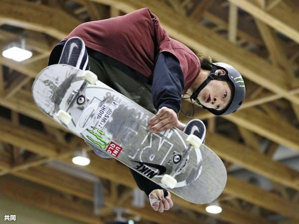 スケートボードの日本選手権、パーク種目で優勝した平野歩夢(12日、新潟県村上市の村上市スケートパーク)=共同