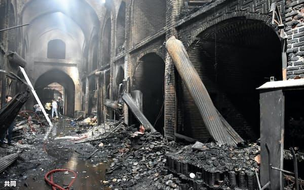 火災が起きたイラン北西部タブリーズのバザール(9日、イラン学生通信提供)=共同