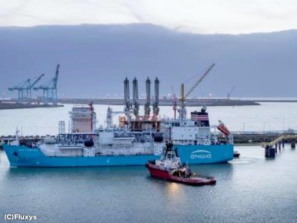 大型船からLNGを燃料として供給する(C)Fluxys