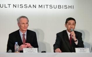 日産自動車は業績を立て直せるか。(写真は右が日産の西川広人社長兼CEO、左が仏ルノーのジャンドミニク・スナール会長)