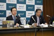 2019年3月期決算を発表するめぶきFGの笹島社長(左)と松下副社長