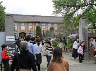 富岡製糸場(群馬県富岡市)には10連休中に多くの観光客が訪れた