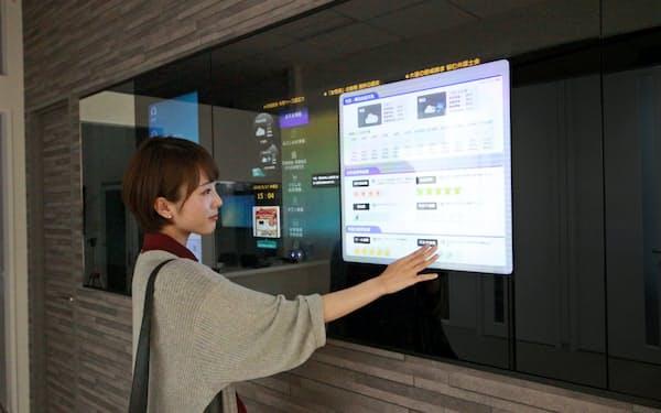 「AIマンション管理員」が共用部の電子掲示板を通じ音声対話と文字の表示で居住者からの問い合わせに即座に対応する