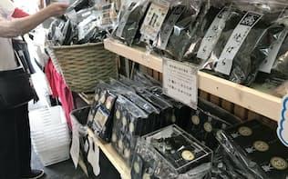今年はノリが不作で小売価格も値上がりしている(東京・中央区の専門店)