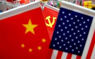 互いに制裁関税を発動する米中の衝突は激しさを増している=ロイター
