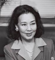 勲四等宝冠章を受章し記者会見する京マチ子さん(1994年4月撮影)