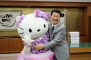 森田健作知事を表敬訪問したハローキティ(14日、千葉県庁)