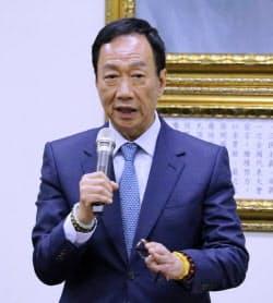 鴻海の創業トップの郭台銘氏は、台湾総統選出馬に伴い董事長を辞任する方針だ(13日、台北市内)