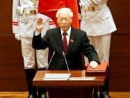 ベトナム国会で共産党書記長と国家主席の兼務が決まったチョン氏(2018年10月、ハノイ)=ロイター