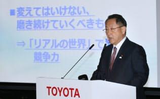 上場企業の2019年3月期決算は純利益が3期ぶりの減益に(記者会見するトヨタ自動車の豊田章男社長)