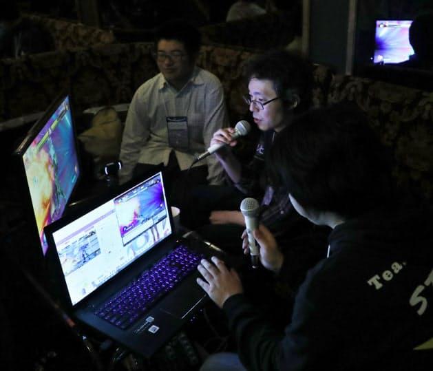 試合を終えた選手がインターネット配信の実況や解説を担当することも