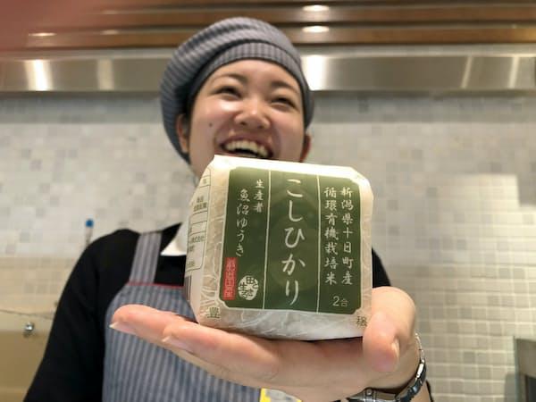 安全・安心で味のいいコメを求める人に人気の「魚沼ゆうき」のコシヒカリ(東京・新宿の伊勢丹新宿店本館にある越後ファームのコーナー)