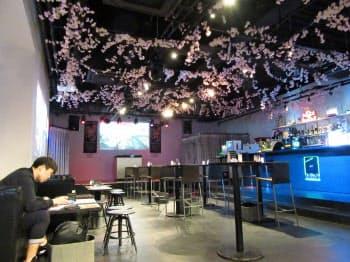 エンタメの情報の発信だけでなくライブも行う(大阪市の「とんぼりベースCafe&Info」)