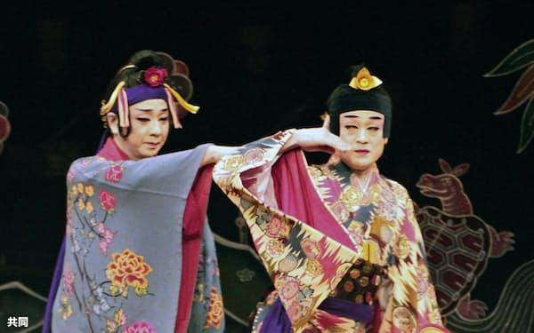 沖縄伝統の音楽劇「組踊」の上演300周年記念事業の開幕式典で、公開された「執心鐘入」(15日午後、沖縄県浦添市)=共同