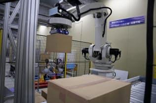 キョウトロボティクスの荷さばきロボットは段ボールの位置や重さを自動で認識する