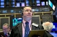 15日のニューヨーク債券市場で米金利が一段と低下した=ロイター