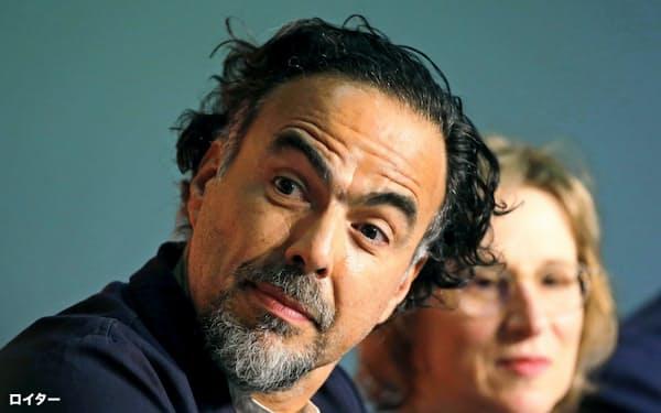 14日の記者会見で「ネットフリックス問題」について語るアレハンドロ・ゴンサレス・イニャリトゥ監督=ロイター