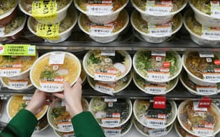 セブンイレブンは販売期限の迫った弁当やおにぎりの値引きを始める