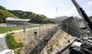 仮設スタンドの設営状況が公開された「釜石鵜住居復興スタジアム」(17日、岩手県釜石市)=共同