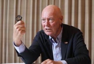 ジャン=クロード・ビバー氏 1949年ルクセンブルク生まれ。スイスのローザンヌ大学卒。高級時計ブランパンを復活させた後、オメガでマーケティングや製品開発を手がける。2004年にウブロ最高経営責任者(CEO)に就任。14年1月からLVMH時計部門社長。18年11月から同部門会長。