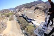 八ツ場大橋(群馬県長野原町)からバンジージャンプを楽しめる