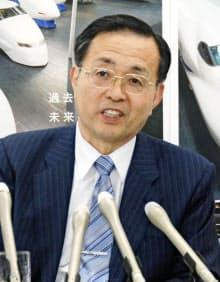 記者会見するJR東海の金子慎社長(17日午後、名古屋市)=共同